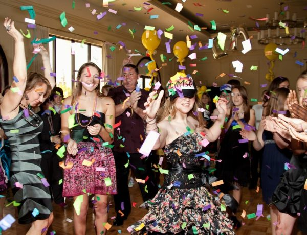 Why Photo Booth Hire is a Good Idea For Party Entertainment